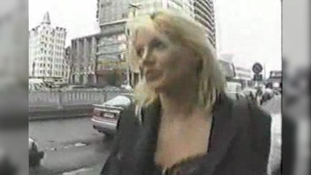 Public Facial By Sexy Mature Blonde 7 мин.