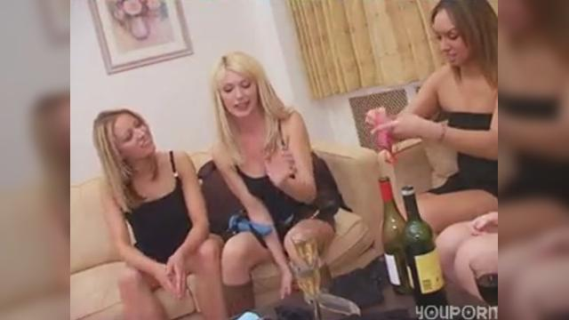 Sex toy party turns into lesbian lovefest|26 мин.