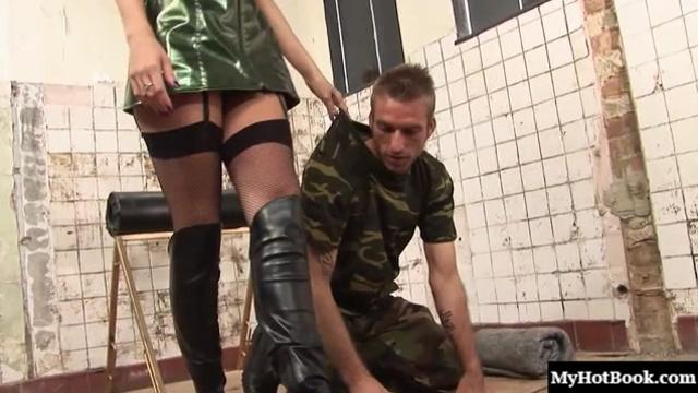 Tammie Lee loves checking in on the maintenance man, and having her way|21 мин.