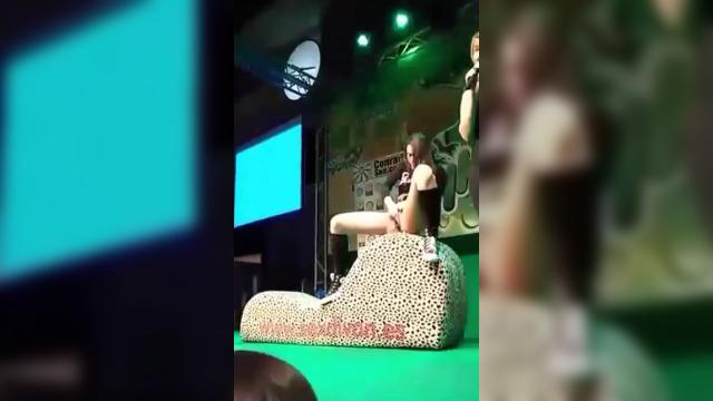 Amateur Demonstrates Her Squirting Abilities On Stage.