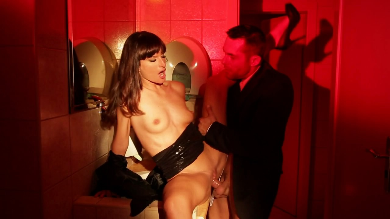 Shy Brunette Has Sex In Restaurant Toilet For Cash With